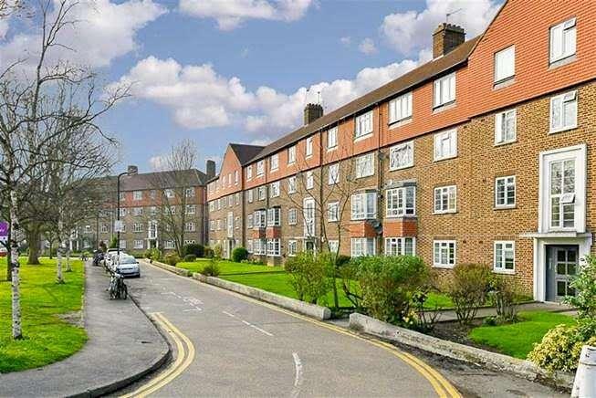 2 Bedrooms Flat for sale in Bushey Court, London SW20