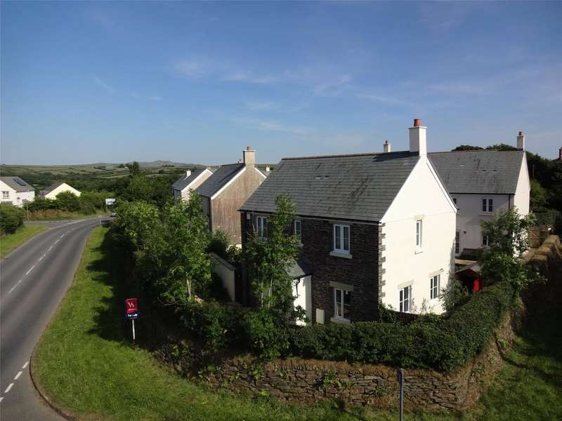 3 Bedrooms Detached House for sale in Three Corners Close, Camelford