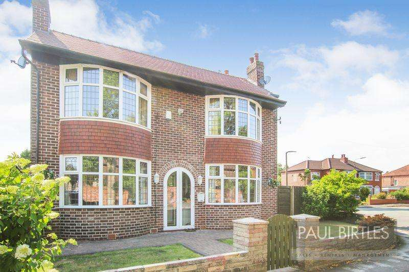 3 Bedrooms Detached House for sale in Denstone Road, Urmston, Manchester