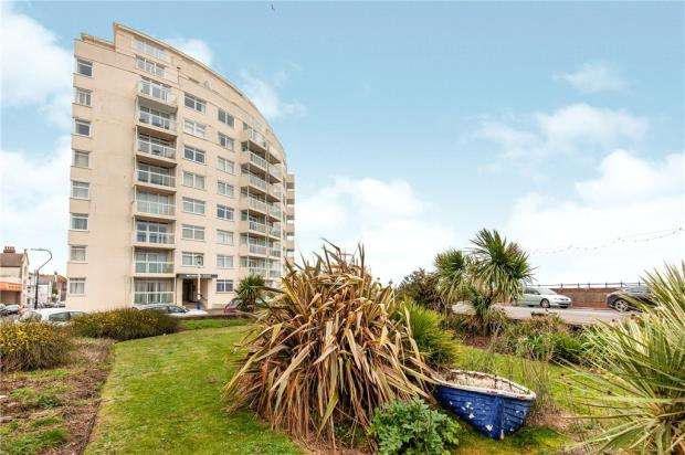 3 Bedrooms Apartment Flat for sale in Metropole Court, Royal Parade, Eastbourne