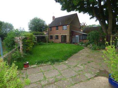 4 Bedrooms Detached House for sale in Chipperfield Close, New Bradwell, Milton Keynes