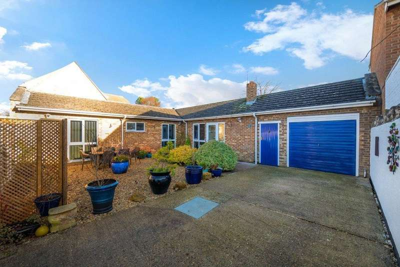 2 Bedrooms Detached Bungalow for sale in Main Street, Ailsworth, Peterborough, Cambridgeshire, PE5