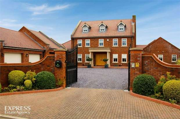 5 Bedrooms Detached House for sale in Pinfold Lane, Moss, Doncaster, South Yorkshire