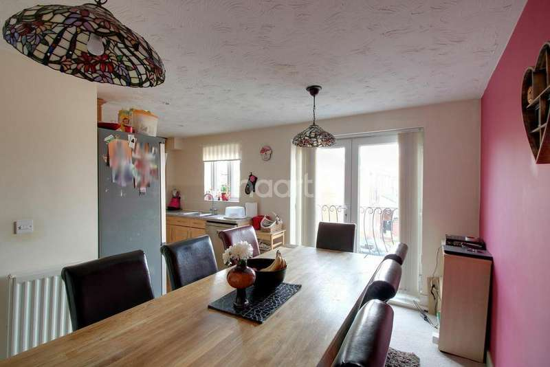 4 Bedrooms Terraced House for sale in Primrose Close, Off New Bedford Road
