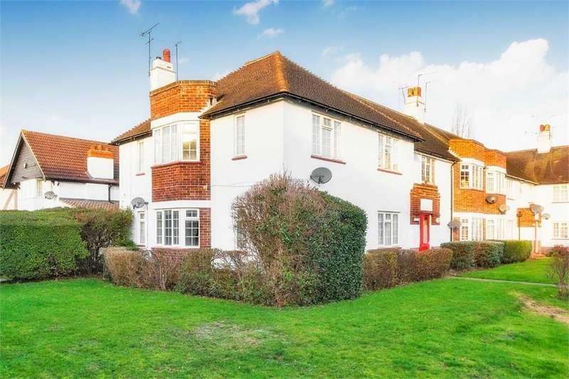 2 Bedrooms Flat for sale in Buckfield Court, Bathurst Walk, Richings Park, Buckinghamshire