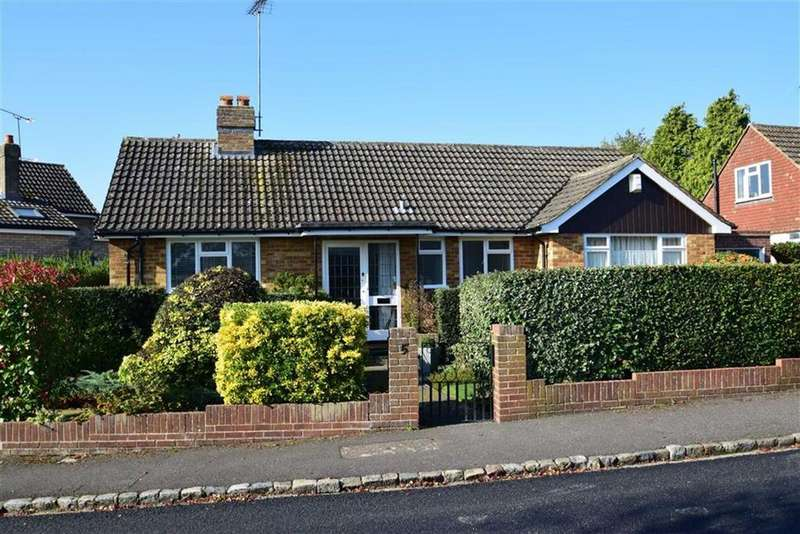 3 Bedrooms Bungalow for sale in Gurney Close, Caversham Heights, Reading