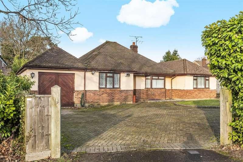 3 Bedrooms Detached Bungalow for sale in Ellis Road, Crowthorne, Berkshire, RG45 6PT