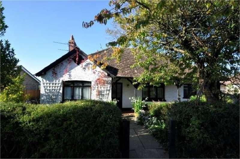 4 Bedrooms Detached Bungalow for sale in Beechcroft Lane, RINGWOOD, Hampshire