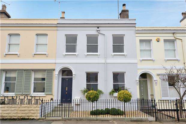 4 Bedrooms Terraced House for sale in Princes Road, CHELTENHAM, Gloucestershire, GL50 2UH