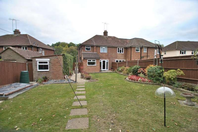 3 Bedrooms Semi Detached House for sale in Peg's Green Close, Reading