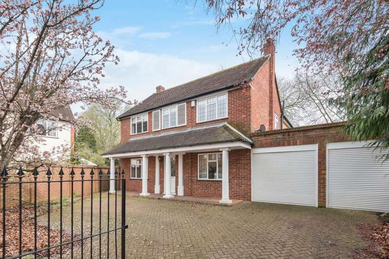 3 Bedrooms Detached House for sale in St Nicholas Drive, Shepperton, TW17