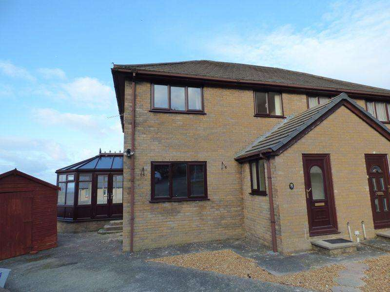 3 Bedrooms Semi Detached House for sale in 17, Tyddyn Drycin, Llanfairfechan LL33 0RJ
