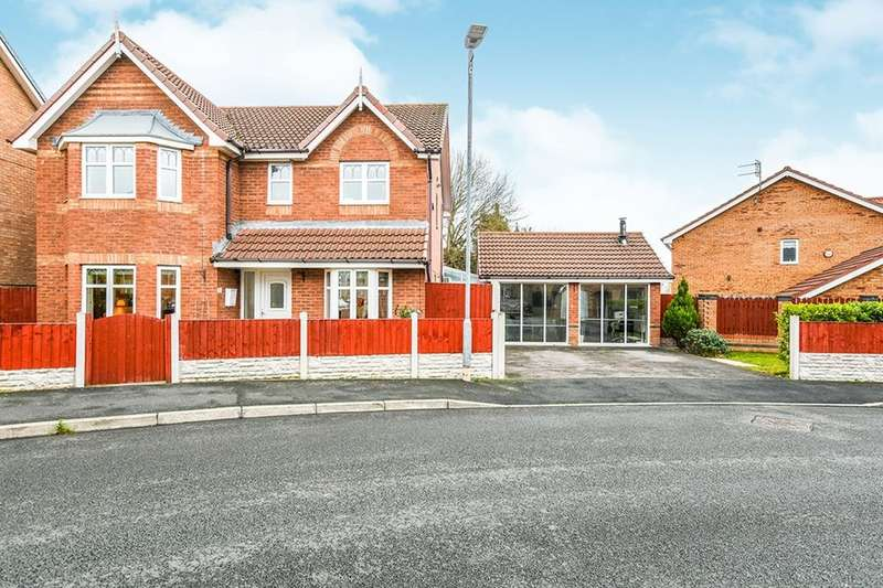 4 Bedrooms Detached House for sale in Hampton Court Way, Widnes, WA8