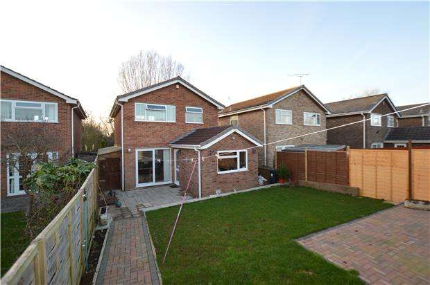 3 Bedrooms Detached House for sale in Somerset Avenue, Yate, BRISTOL, BS37 7SL