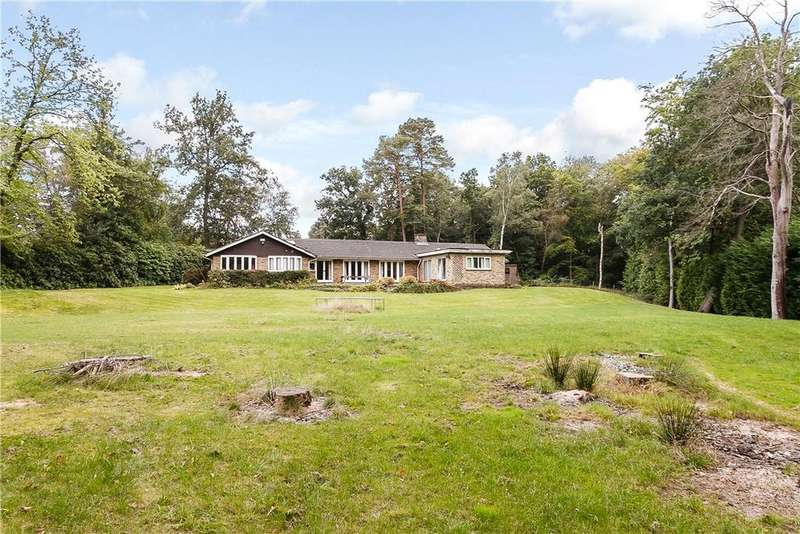 4 Bedrooms Bungalow for sale in Shepley End, Wentworth, Berkshire, SL5