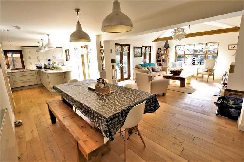 4 Bedrooms House for sale in Barrows Park, Cheddar