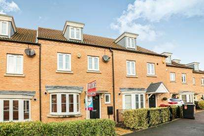 4 Bedrooms Terraced House for sale in Kingfisher Drive, Leighton Buzzard, Beds, Bedfordshire