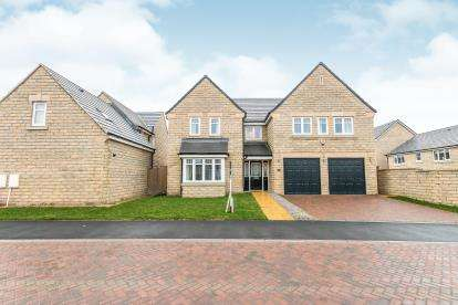 5 Bedrooms Detached House for sale in Hazelmoor Fold, Elland, West Yorkshire