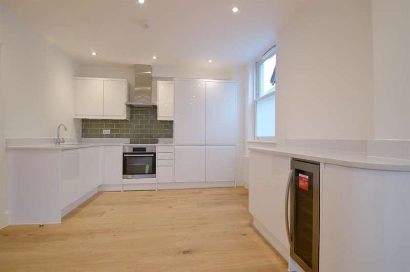 2 Bedrooms Flat for sale in Carlton Road, Ealing, London, W5 2AW