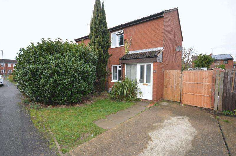 2 Bedrooms Semi Detached House for sale in Finch Close.