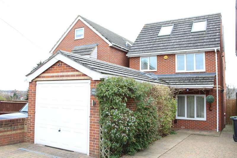 4 Bedrooms Detached House for sale in Atherton Road, Hungerford RG17