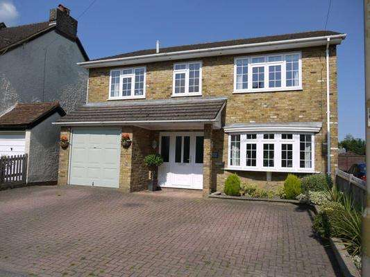 4 Bedrooms Detached House for sale in Hempstead Road, HP3 0HF