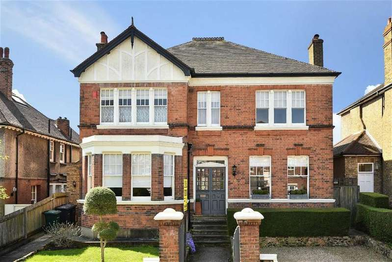 4 Bedrooms Detached House for sale in Gloucester Road, New Barnet, Hertfordshire