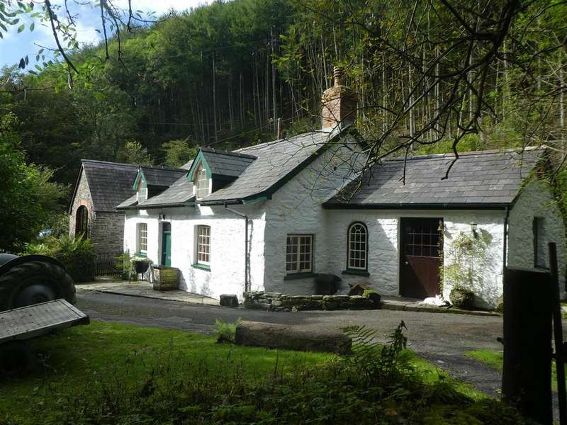 3 Bedrooms Smallholding Commercial for sale in Llanrhystud, Aberystwyth