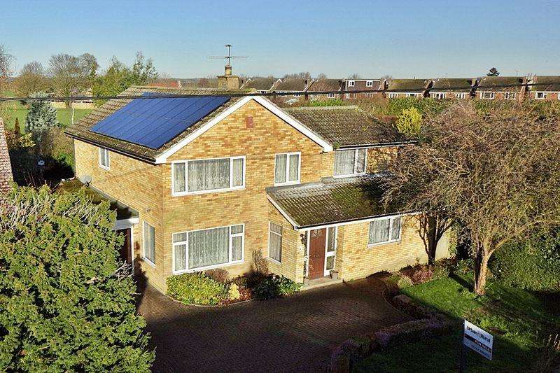 5 Bedrooms Detached House for sale in Substantial Family Home with Superb Annex Potential
