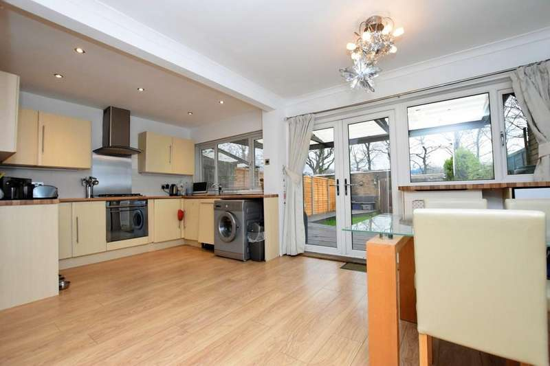 3 Bedrooms Terraced House for sale in Robin Hood Close, Farnborough