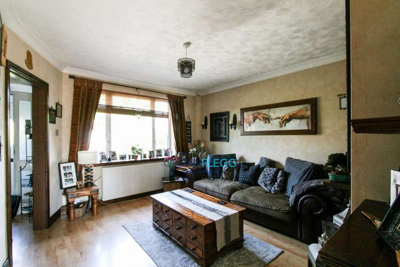 3 Bedrooms Terraced House for sale in Langley - Viewings Available