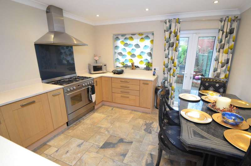 3 Bedrooms Town House for sale in Neath Hill