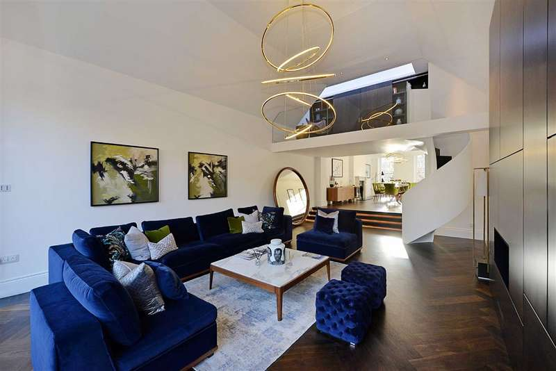 5 Bedrooms House for rent in Wadham Gardens, London, NW3