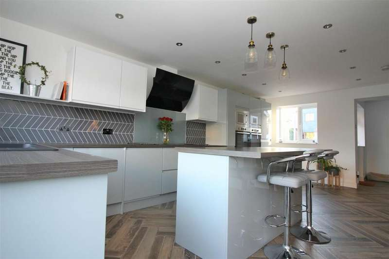 4 Bedrooms Semi Detached House for sale in Upper Park, Harlow