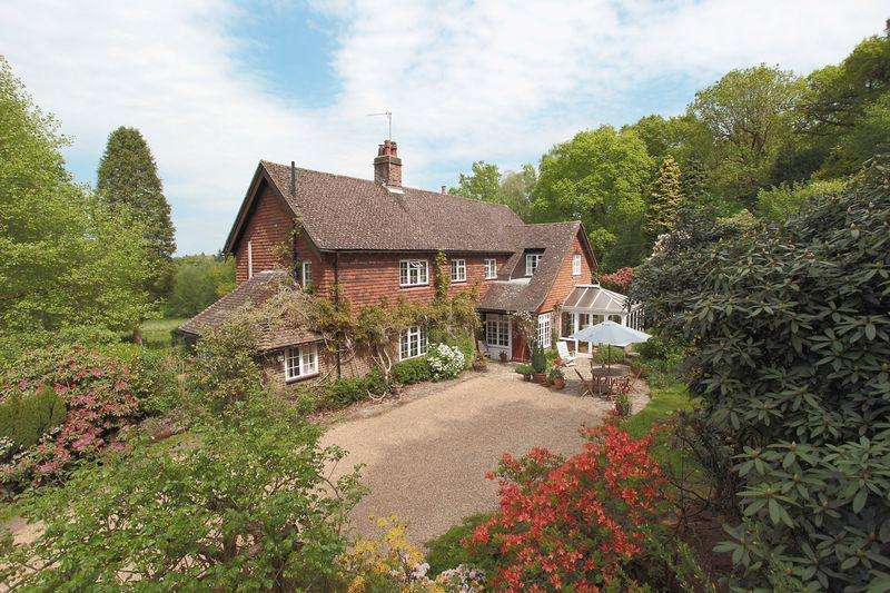 4 Bedrooms Detached House for sale in St Johns Road, Crowborough, East Sussex