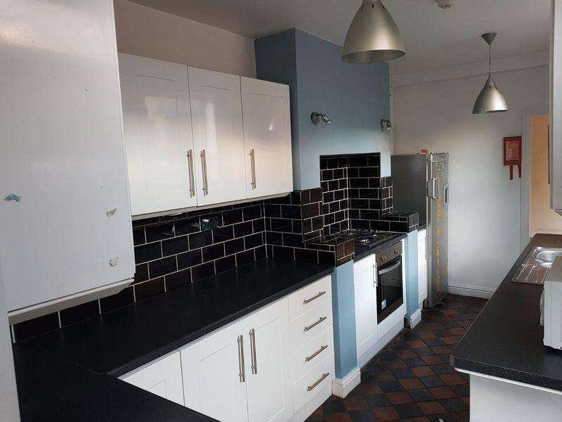 4 Bedrooms Terraced House for sale in St. Catherines Grove, Lincoln