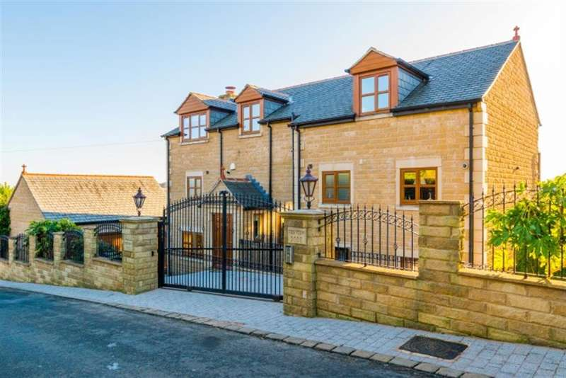 5 Bedrooms Detached House for sale in Hough Side Lane, Pudsey, LS28