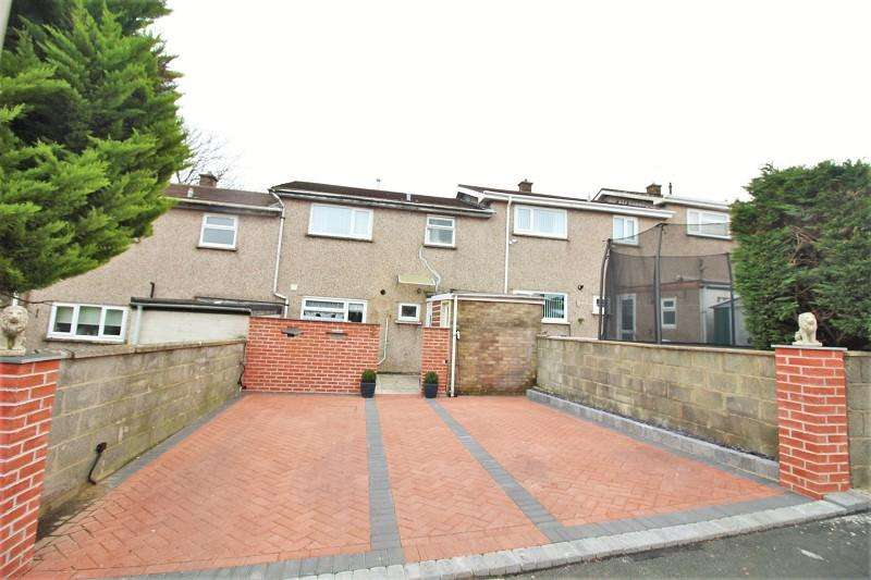 3 Bedrooms Terraced House for sale in Wesley Court, Pembroke Dock, Pembrokeshire. SA72 6NE