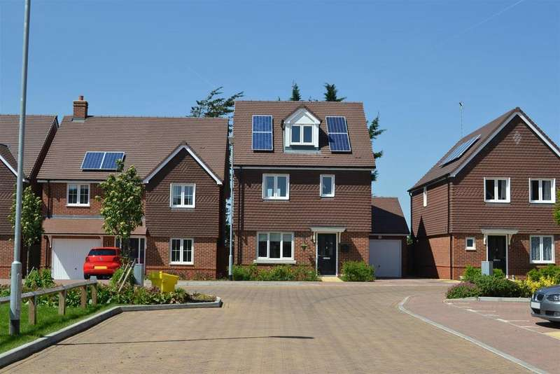 4 Bedrooms Detached House for sale in Kingswood Park | NO CHAIN!