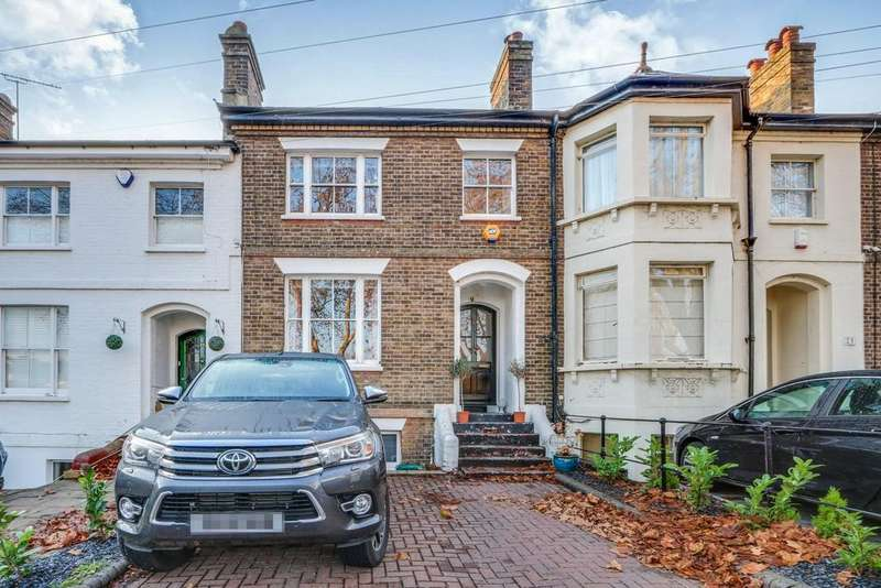 4 Bedrooms Terraced House for sale in Scratton Road, Southend-on-Sea