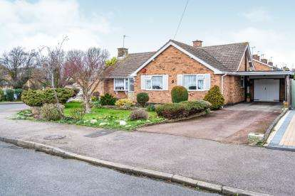 2 Bedrooms Bungalow for sale in Stonehill Drive, Great Glen, Leicester, Leicestershire