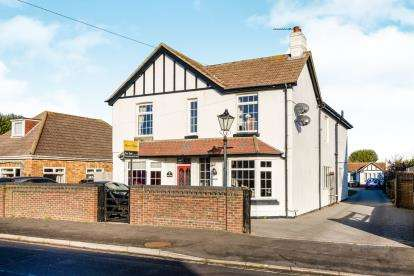 5 Bedrooms Detached House for sale in Hayling Island, Portsmouth