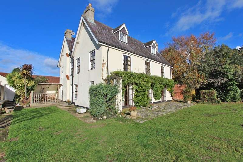 7 Bedrooms Detached House for sale in Calshot Road, Calshot, Southampton