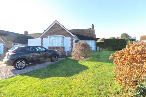 2 Bedrooms Bungalow for sale in Haystoun Close, Eastbourne, BN22