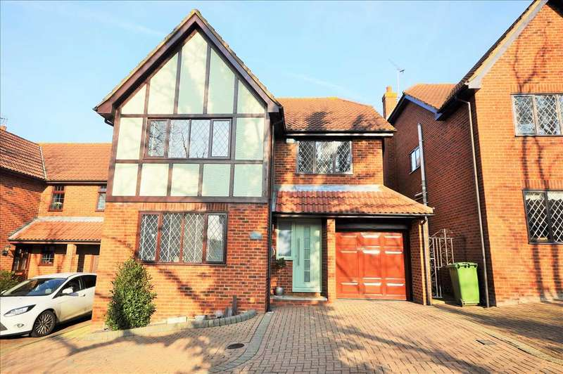 4 Bedrooms Detached House for sale in Southend Road, Wickford