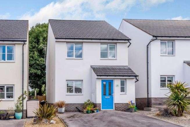 3 Bedrooms Property for sale in Maes Y Goron, Lixwm, Holywell, Flintshire, CH8 8LX