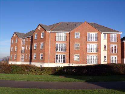 2 Bedrooms Flat for sale in Birkby Close, Hamilton, Leicester, Leicestershire
