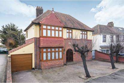 4 Bedrooms Detached House for sale in Wennington, Rainham, Essex