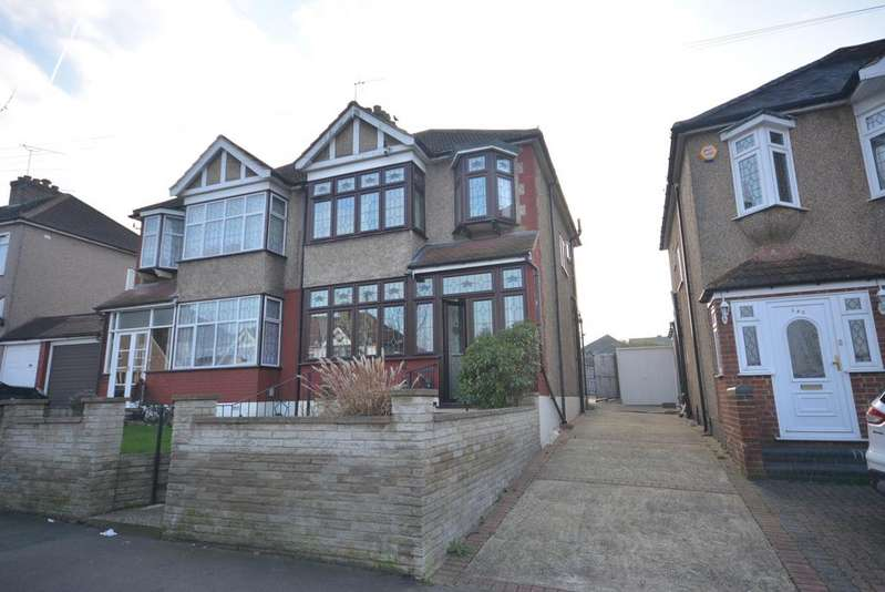 3 Bedrooms Semi Detached House for sale in The Avenue, Hornchurch RM12
