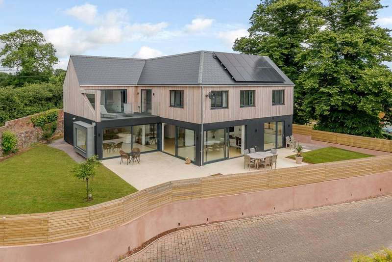 4 Bedrooms Detached House for sale in Courtlands Lane, Lympstone, Exmouth, Devon